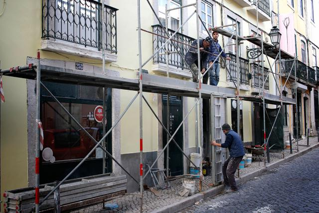 Governo quer investir 450 milhões de euros em obras públicas até 2020, após ano ´horribilis´ em 2015